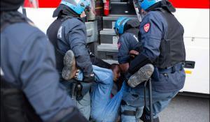 Migrants. Refoulés par la France, évacués par l'Italie